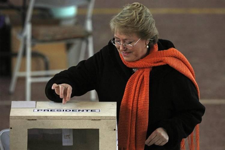 Chile-Michelle-Bachelet-Santiago-AP_CLAIMA20130630_0208_14